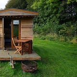 Beehive @ Westcote Glamping- Campsite