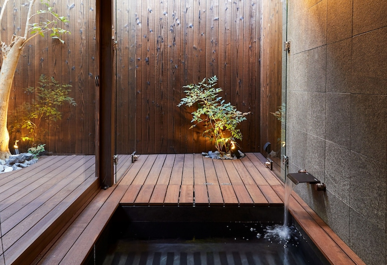 Rinn Premium Machiya Townhouse Kyoto Nijo Castle North, Kyoto, Outdoor Spa Tub