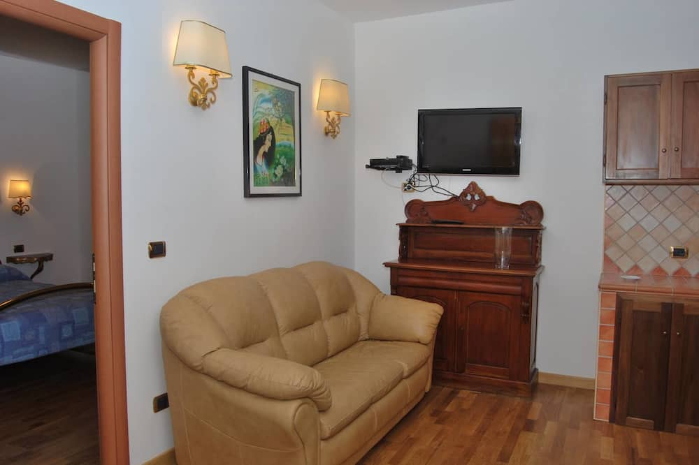 Quadruple Room (Donizetti) - Ruang Tamu