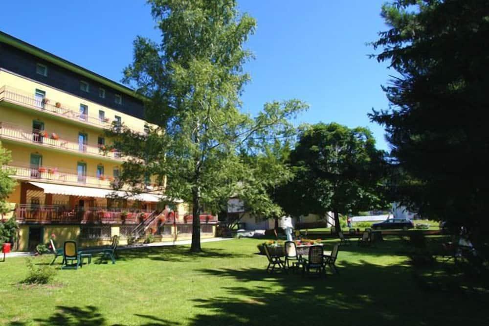 Hotel Sayonara