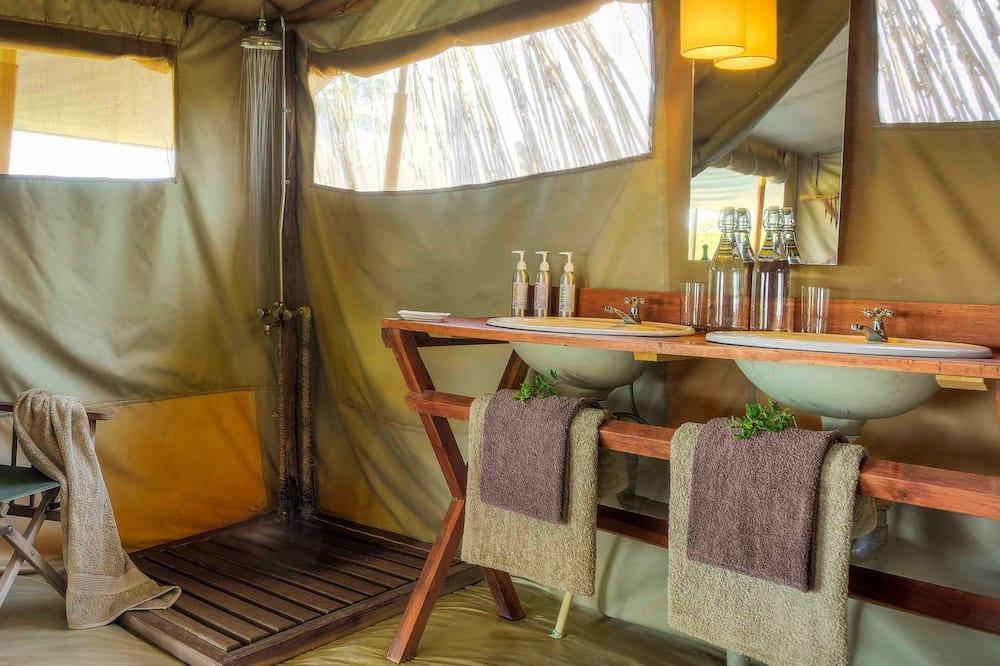خيمة عائلية - حمّام