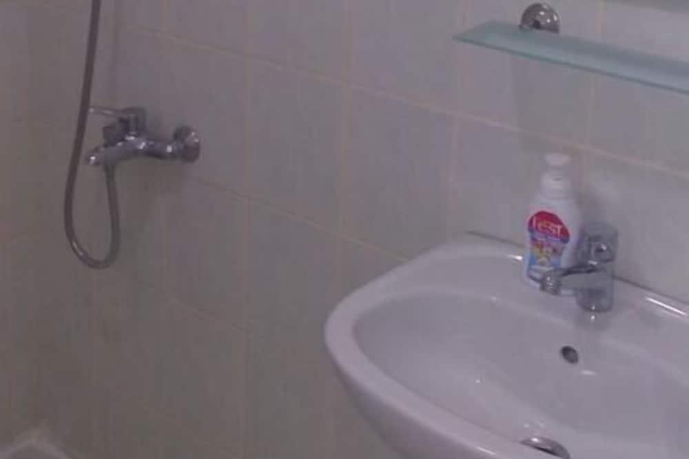 Standard Triple Room - Bathroom Sink