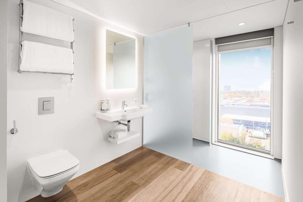 First Class Cabin - Bathroom