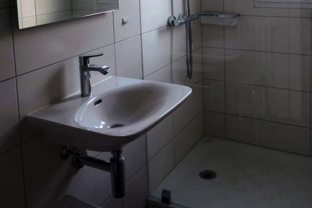 Herbergi fyrir tvo (Shared bathroom) - Baðherbergi