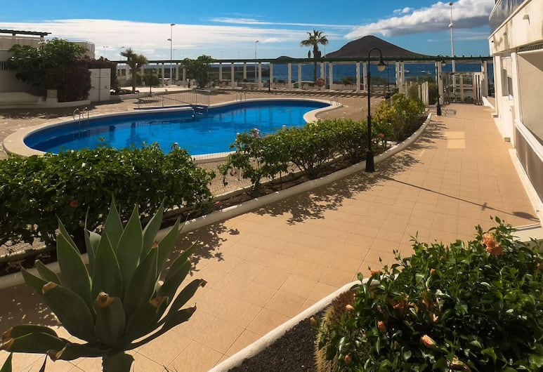 Apartment With one Bedroom in El Médano, With Wonderful sea View, Pool Access, Terrace - 150 m From the Beach, Granadilla de Abona, Pool
