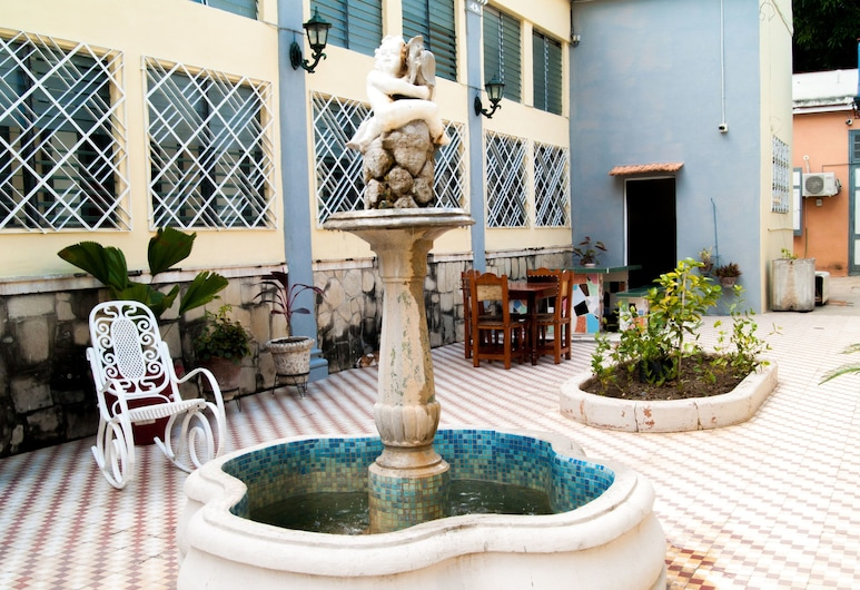 Hostal Autentica Perla, Cienfuegos, Courtyard