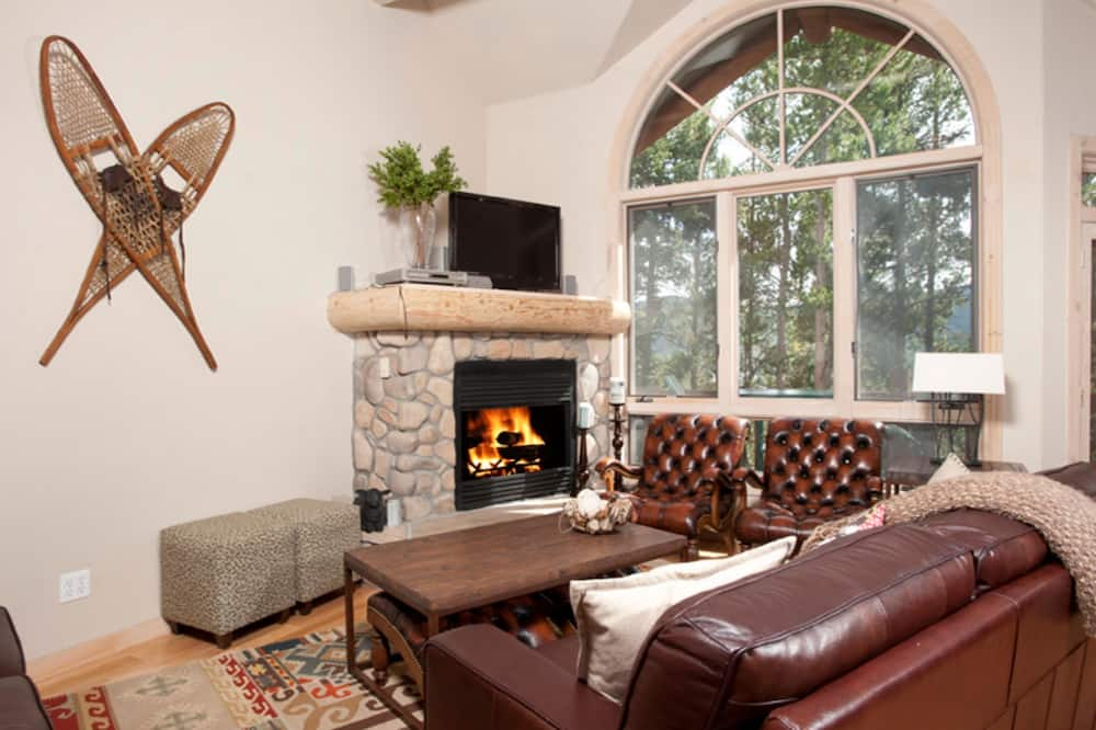 Kooperatīva tūristu mītne, četras guļamistabas - Dzīvojamā istaba
