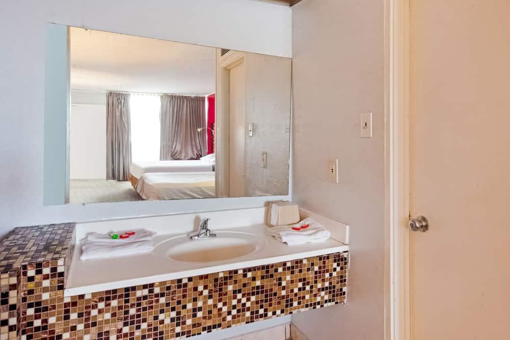 Premium-huone, Useita sänkyjä - Kylpyhuoneen pesuallas