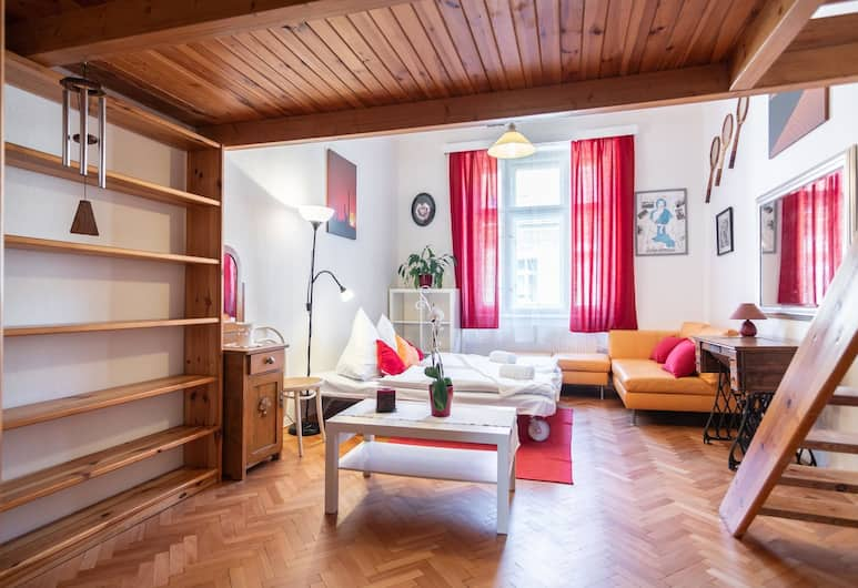 High-ceilinged flat with 2 bedrooms for 8 guests in quiet area, Praga