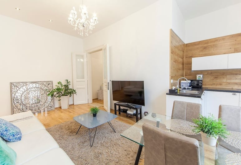 Modern 2 BR apartment with large living room near bus station, Praga, Appartamento, Letti multipli (Pobrezni 2 (Flat 08)), Soggiorno