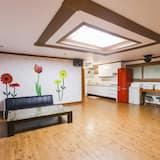 Room (Sunflower B) - Living Area
