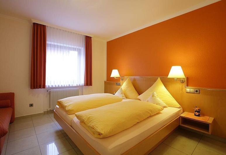 Hotel-Restaurant Gasthof Adler, Neuenburg am Rhein, Triple Room, Guest Room