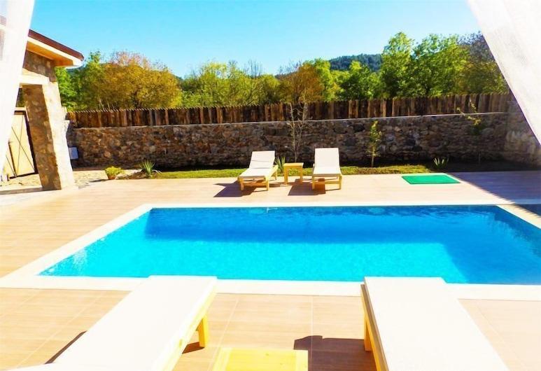 إن سي فيلا باي ريزرفاسيونياب, فتحية, حمام سباحة