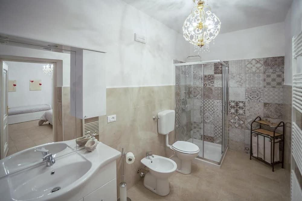 Chambre Quadruple, vue jardin - Salle de bain