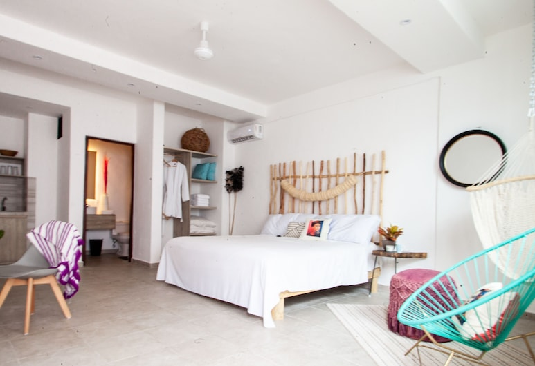 Dewl Studios & Residences - The Kahlo , Playa del Carmen, Signature Apartment, 1 King Bed, Guest Room