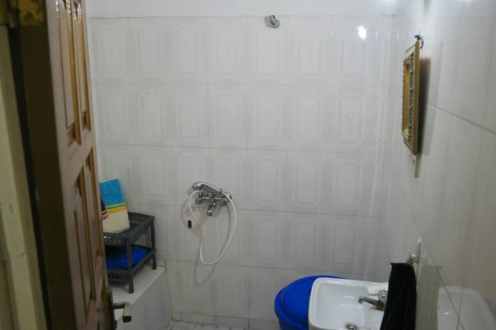 Classic House - Bathroom