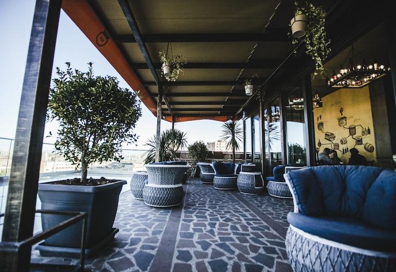 Konyak Hotel, Yerevan, Dinerruimte buiten