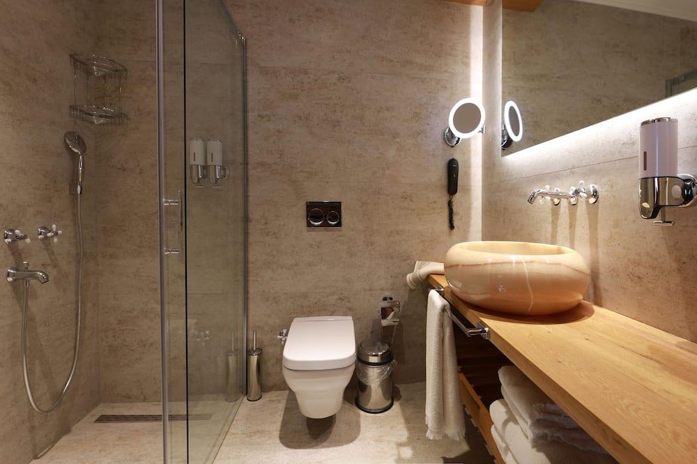 Standartinio tipo trivietis kambarys - Vonios kambarys