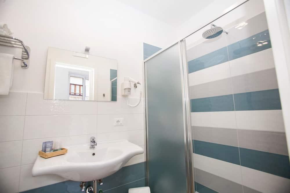 Deluxe Double or Twin Room, Balcony - Bathroom