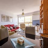 Διαμέρισμα, 2 Υπνοδωμάτια, Βεράντα, Μερική Θέα στη Θάλασσα - Περιοχή καθιστικού