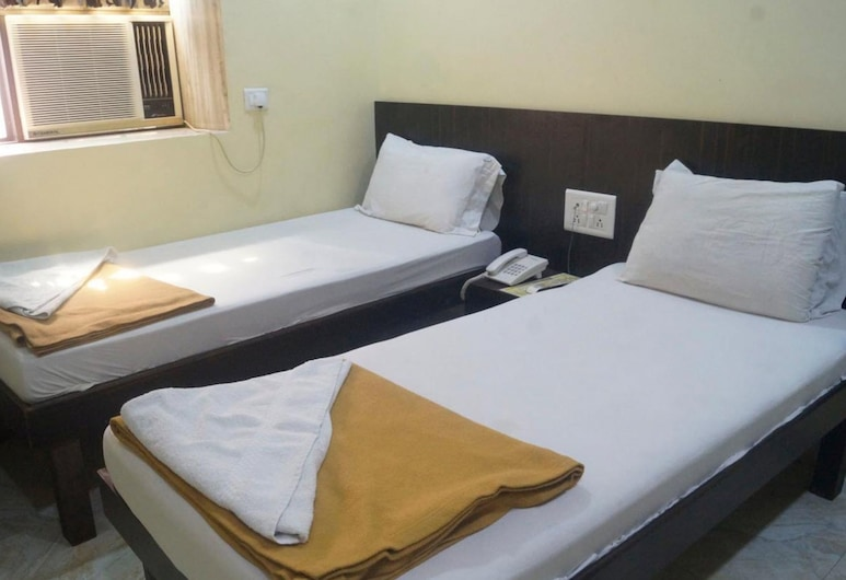 Hotel Zam Zam Palace, Mumbai, Deluxe Triple Room, Guest Room