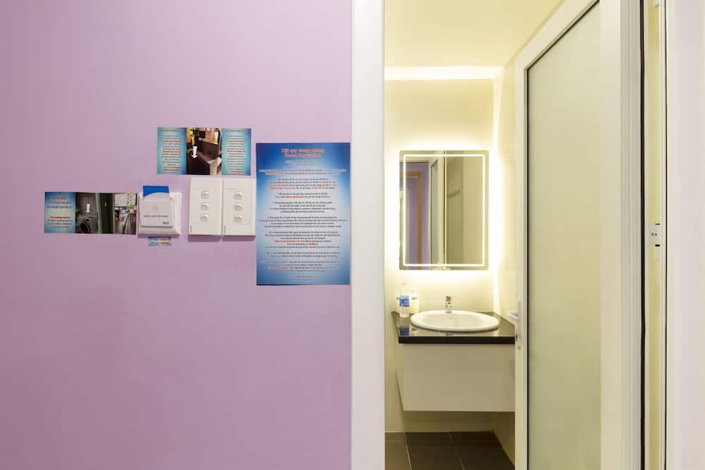 Economy-Apartment - Badezimmer