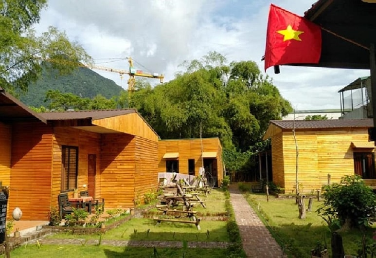 The Art - Golden Jungle House, Ha Giang, Hotellets front