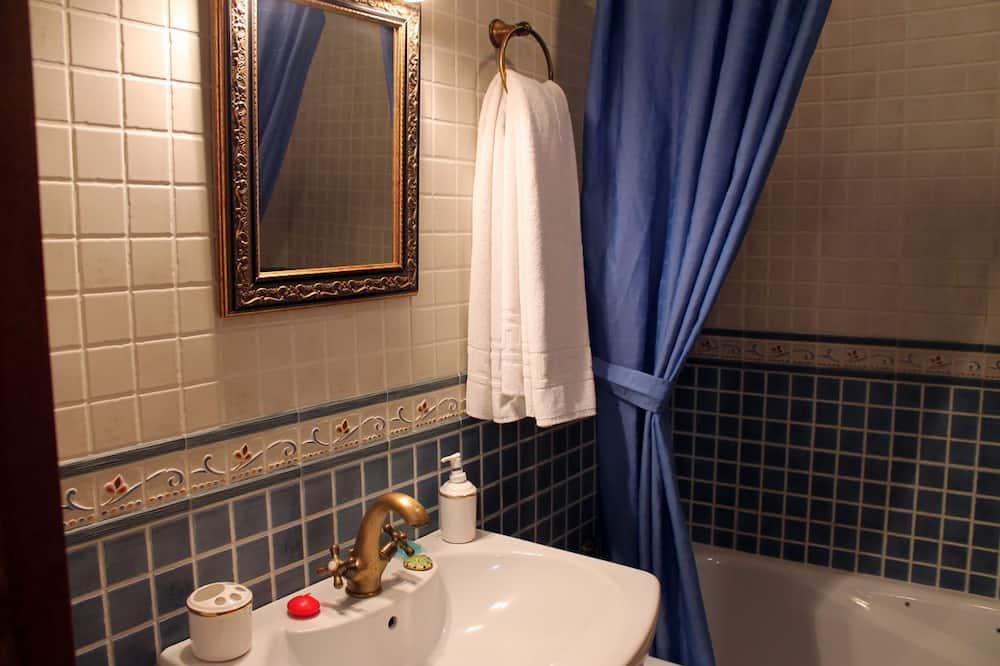 Apartment, 3 Bedrooms - Bathroom Sink