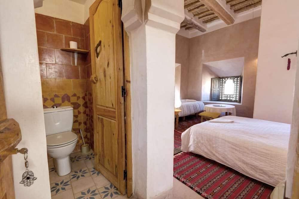 Pokoj Classic s dvojlůžkem nebo dvěma jednolůžky - Koupelna