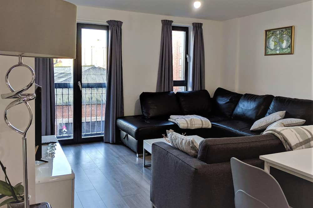 Economy Apartment - Living Room