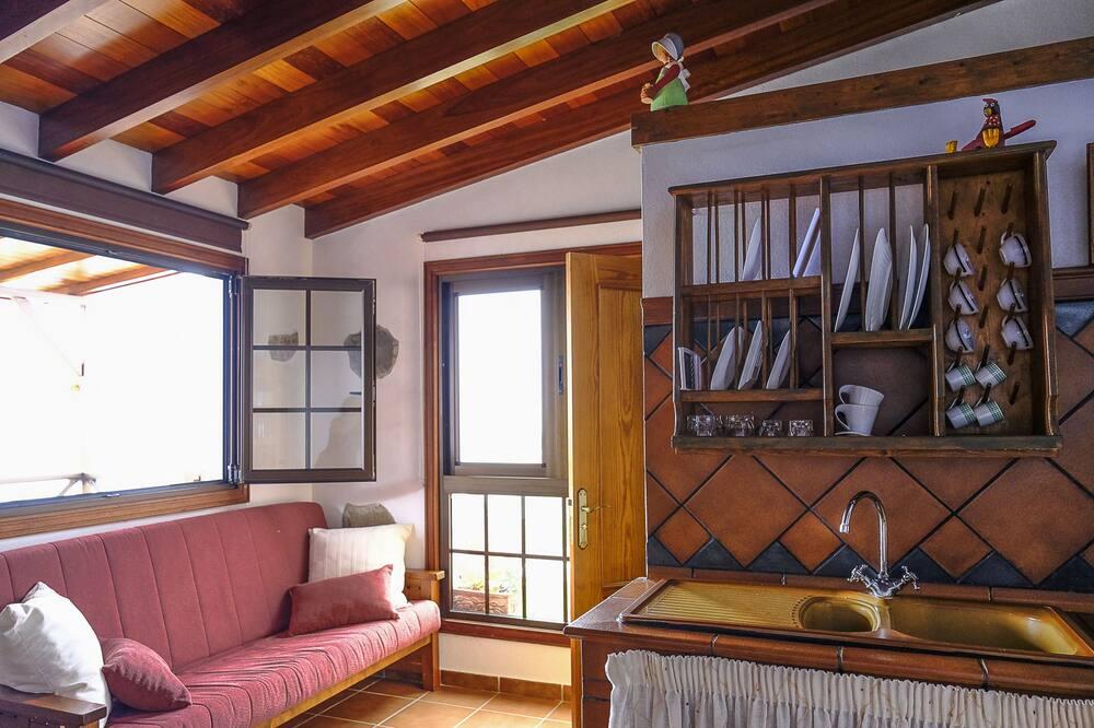 Ev, 1 Yatak Odası, Deniz Manzaralı - Oturma Alanı