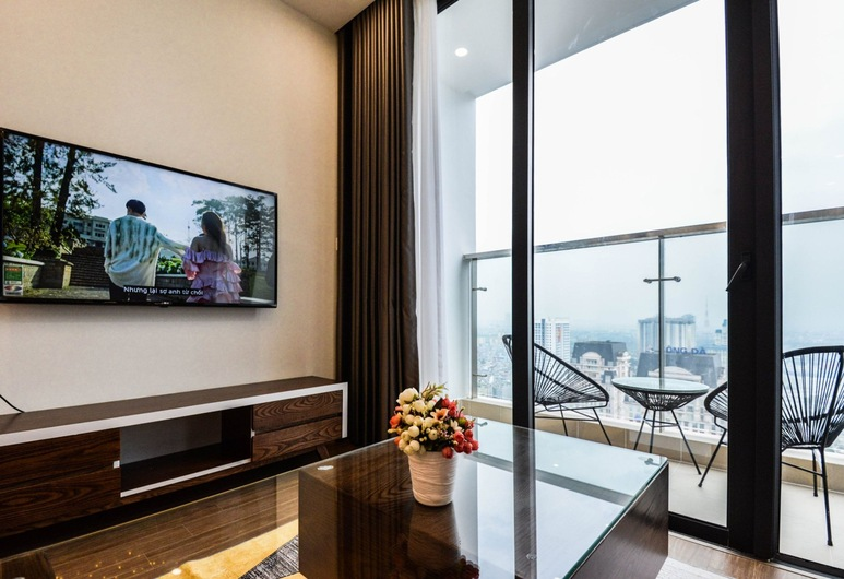 Luxury Apartment Vinhomes Skylake, Hanoi, Luxury Apartment, 3 Bedrooms, City View, Tower, Living Room