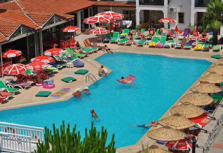 艾金希皇宫俱乐部酒店, 马洛, 室外游泳池