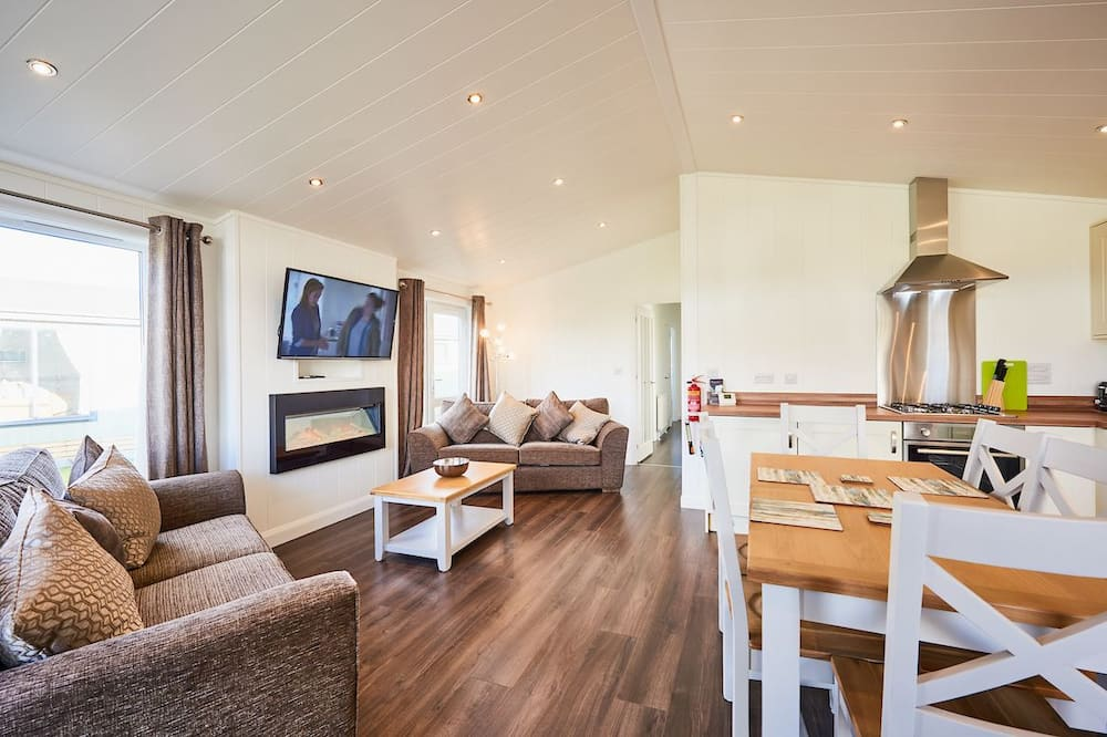 Family Chalet, 3 Bedrooms, Garden View - Living Room