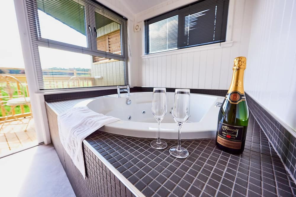 Luxury Chalet, 2 Bedrooms, Non Smoking, Garden View - Private spa tub