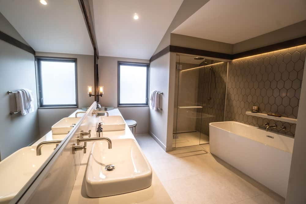 Luxury Villa, 1 Bedroom (1 King Bed or 2 Twin Beds) - Bathroom
