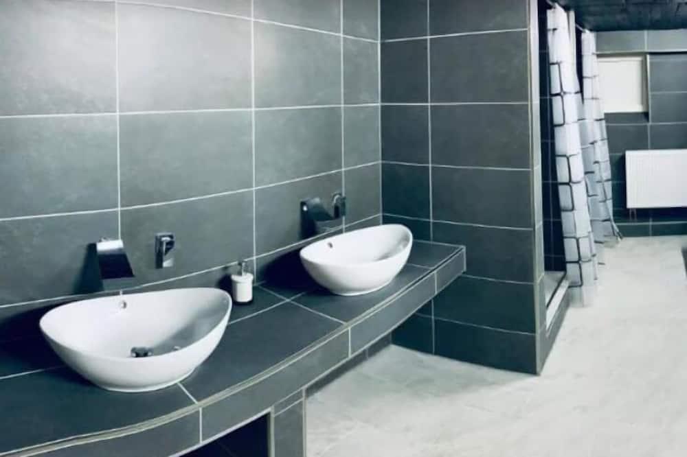 غرفة فردية - بحمام مشترك - حمّام