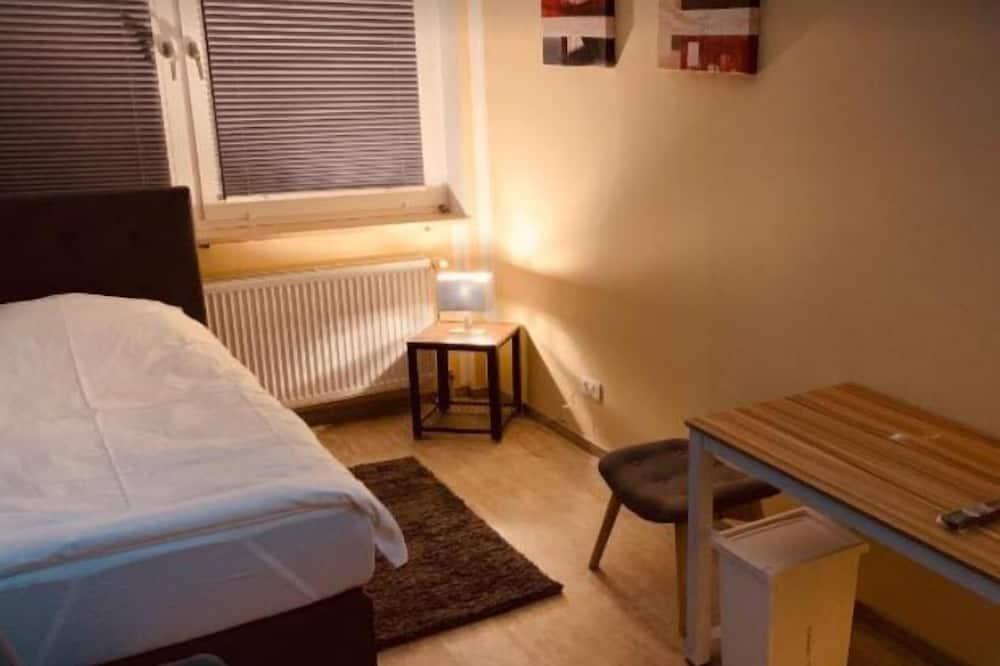 غرفة فردية - بحمام مشترك - غرفة نزلاء
