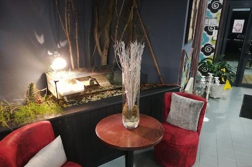 新薩林飯店/