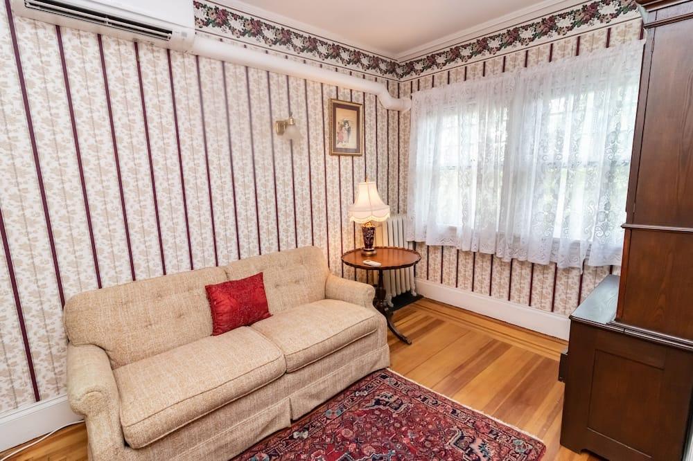 Phòng tiện nghi đơn giản - Khu phòng khách