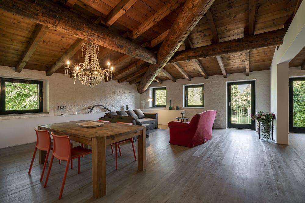Pagerinto tipo apartamentai, 2 miegamieji, terasa, vaizdas į sodą (Castello) - Svetainė