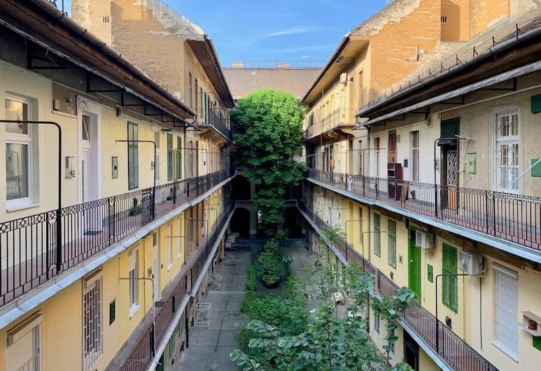 Standard Apartment by Hi5 -Akácfa 57, Βουδαπέστη, Αυλή