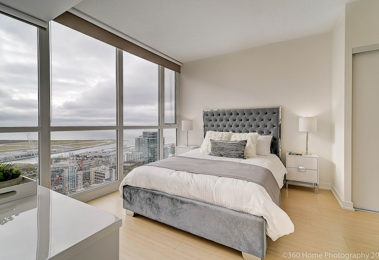 Simply Comfort Stunning Downtown Condos, Toronto, Signature Apartment, 2 Bedrooms, 2 Bathrooms, Lake View, Room
