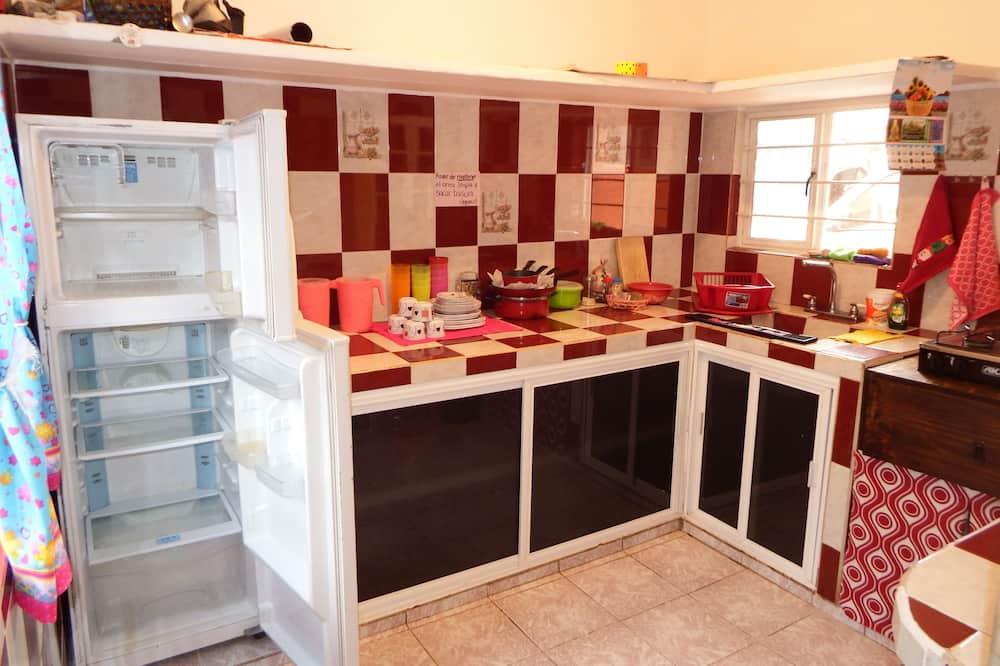 Slaapzaal, 3 eenpersoonsbedden, gemeenschappelijke badkamer (Cuarto de los sueños) - Gemeenschappelijke keuken