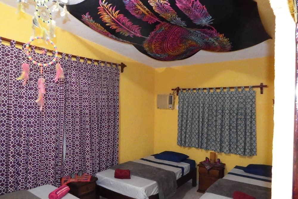 Slaapzaal, 3 eenpersoonsbedden, gemeenschappelijke badkamer (Cuarto de los sueños) - Kamer