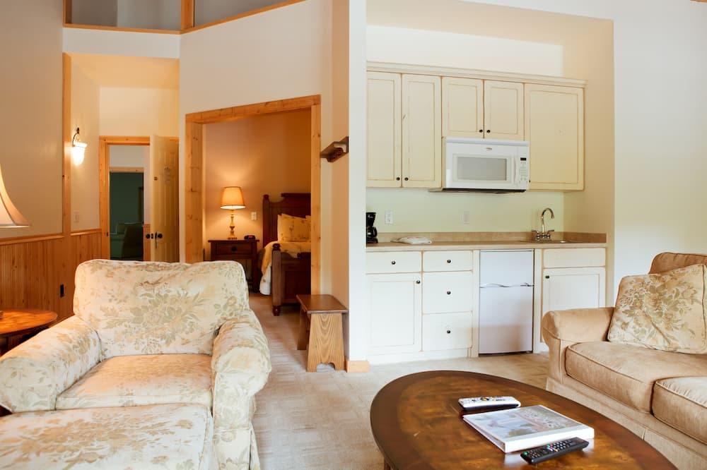 舒適套房, 1 張加大雙人床和 1 張沙發床, 庭園景觀 - 客廳