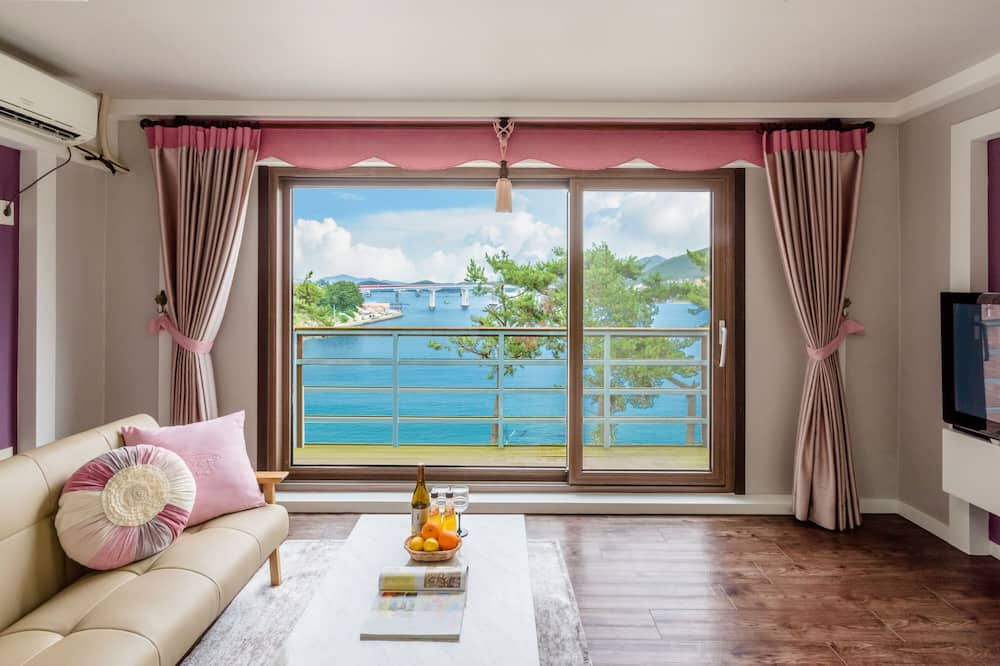 Duplex (302) - Living Area