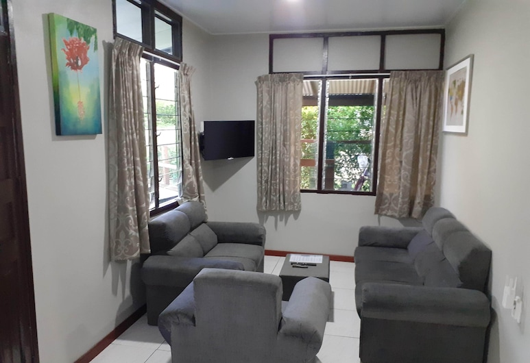 Max Garden and Pool, Paramaribo, Family Apartment, Living Area