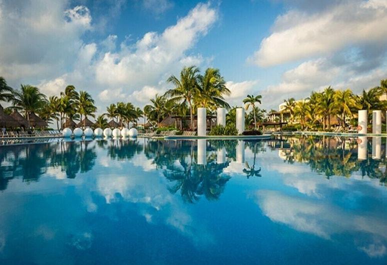 Vidanta Grand Luxxe Residence 2Br, Playa del Carmen, Bassein