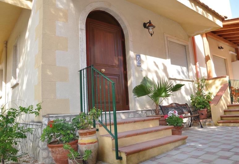 Villa Rahal, Racalmuto, Ingresso hotel